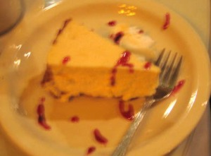 my aunt's cheescake with raspberry sauce